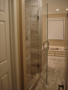 Frameless Shower Door –Low-Iron Ultra-Clear Glass with Shower Guard