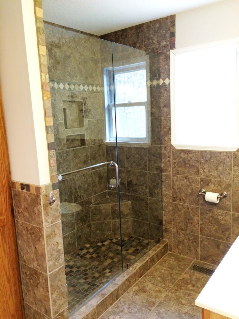Ultra Clear Low Iron Inline Swingdoor Glass Shower